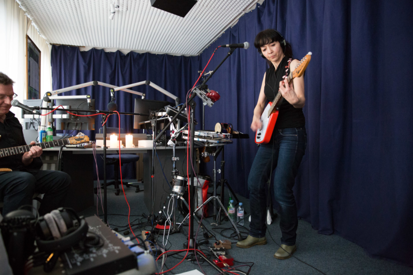 Naked in English Class live in Session
